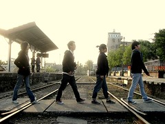 Betalls not Beatles (Railway) (notdemon) Tags: people train fun 4 taiwan picasa railway 南投 balck beatles 台灣 copy 2009 集集 鐵路 火車站 notdemon