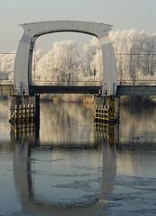 Railroadbridge in winterdécor (Ria Kock) Tags: holland ice river frost nederland explore dordrecht railroadbridge ijs vorst rivier whitetrees spoorbrug rijp wantij wittebomen riakock konicaminoltadynaxmaxxum7d