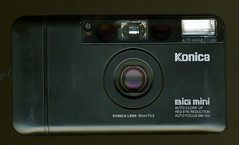 Konica Big Mini BM-302 (*jj*) Tags: camera 35mm gear ps pointandshoot konica pointshoot f35 bigmini bm302 cultcamera