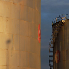 22 . 21 (Tony Kearney) Tags: spiral steps birkenhead fueltanks portadelaide thisevening redcircles willsstreet 22and21