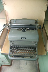 USS Albacore AGSS-569: ROYAL Typewriter on the port side across from the radio operator's station (Chris Devers) Tags: typewriter radio us ship navy royal newhampshire vessel nh submarine research maritime portsmouth tuna usnavy portsmouthnh 2009 usn uss warship coldwar radioshack albacore portsmouthnavalshipyard auxiliary nationalregisterofhistoricplaces radiooperator ussalbacore 569 royaltypewriter cameranikond50 exif:exposure_bias=0ev exif:exposure=0017sec160 exif:focal_length=18mm agss lens18200vr agss569 exif:aperture=f40 camera:make=nikoncorporation exif:flash=autofiredreturndetected praenuntiusfuturi forerunnerofthefuture n89001077 nrhp89001077 camera:model=nikond50 meta:exif=1257920408 exif:orientation=horizontalnormal exif:lens=18200mmf3556 exif:filename=dscjpg exif:vari_program=auto exif:shutter_count=37915 meta:exif=1350400316