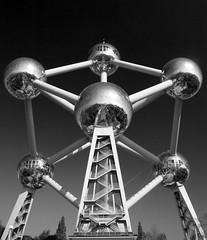 Atomium in Brussels (DaveKav) Tags: brussels belgium olympus sphere 1958 magnified spheres atomium e510 expo58 andréwaterkeyn steelsphere 1958brusselsworldsfair 102metres giantironcrystal