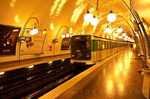 Train approaching the Paris Metro Cité Station