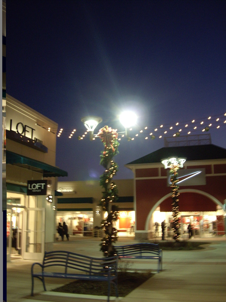 Jersey Shore Premium Outlets at night.