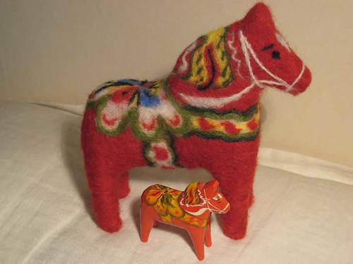 Needelfelted dalahorse with mini wooden one
