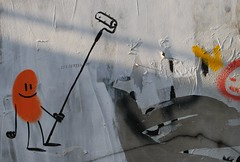 weissstreichen (virginie m) Tags: berlin kreuzberg graffiti wand strasse tag rue mur weiss blanc streichen peindre