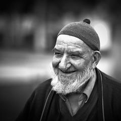 Old Turkish Man I (2) (Valter Sousa) Tags: portrait white man black 6x6 branco zeiss canon turkey t flickr retrato f14 85mm preto carl homem cy turquia planar 30d sousa valter 500x500 canoneos30d aplusphoto contaxyashica blackwhiteaward flickrlovers planart1485 artofimages oneofmypics bestportraitsaoi