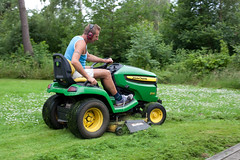 tractor denmark lawn lawnmower summerhouse johndeere falster lawnmowerman img4874 x540