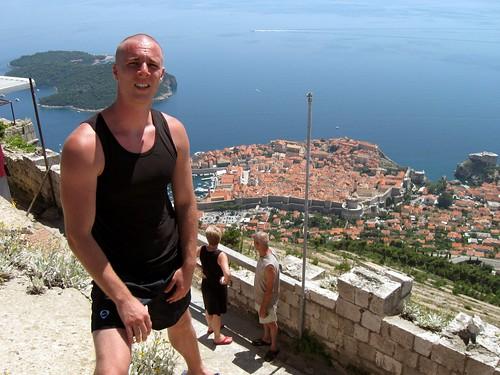 Dubrovnik u pozadini