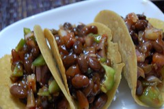 Tacos and Kidney beans (Ritesh Kapur) Tags: me july neha mumbai deepa 2009 ipsita sherepunjab july252009 khoobaishki