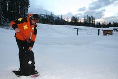 Lawinen-Kontrolle in Lake Louise, Alberta, Canada (entdeckekanada) Tags: see urlaub explosion louise banff rocket wintersport ferien tourismus kanada kontrolle rakete vorhersage entdecke lawinen entdeckekanada