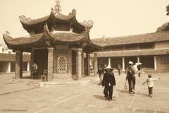 Pagoda in Hanoi (DulichVietnam360) Tags: voyage travel canon pagoda asia religion culture vietnam asie hanoi buddist asean pagode lng vitnam cha hni buddisme canon400d phtgio tnngng icha chalng chu truynthng bonjourvietnam dulichvietnam360 minbc vnha chachin chalnghni ilunm opht