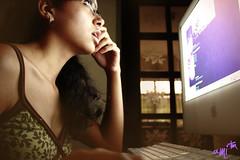 #007  September 28th 2009 (alineioavasso) Tags: nerd apple girl computer imac computador 365days 365dias
