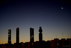 CTBA 07:45 (pdiezvig) Tags: madrid city moon skyline night buildings noche edificios venus skyscrapers towers silhouettes competition ciudad luna saturn siluetas saturno torres rascacielos ctba earthandsky cuatrotorresbussinesarea