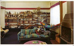 Italian architect Egle Amaldi's own living room (ouno design) Tags: italy comfortable modern italian mod 60s bookshelf livingroom architect hammock 70s hippie bookcase simple decor cado pinktable egleamaldi
