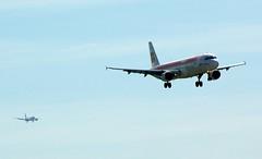 Persiguiendo aviones (elm foto) Tags: avion iberia barajas planespotting aterrizaje airbusa320 monasterioderueda pentaxk10d