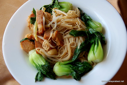 how to cook egg noodles and bok choy