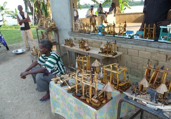 Un artiste au chutes de Wagenya à Kisangani
