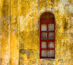 red window (aridnere) Tags: street red window yellow wall architecture ventana pared calle arquitectura amarillo nicaragua roja jinotepe darklady82 aridnere