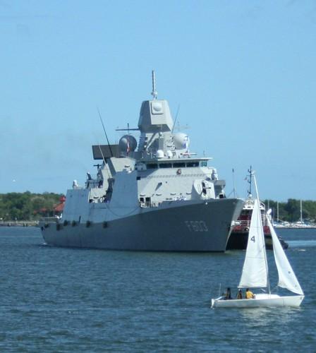 HNLMS Tromp (F803) - IMG_4419 ZOOM