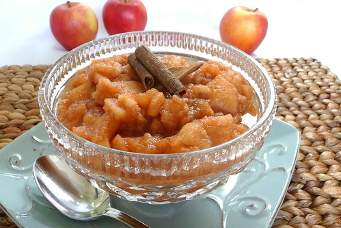 The Family Crockpot Applesauce Recipe | cookincanuck.com #Thanksgiving