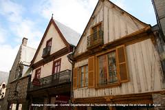 Maisons  pan de bois  Vitr (Haute Bretagne) Tags: history brittany maisons cit bretagne histoire pan bois ille historique vitr illeetvilaine vilaine mdivale marchedebretagne portesdebretagne