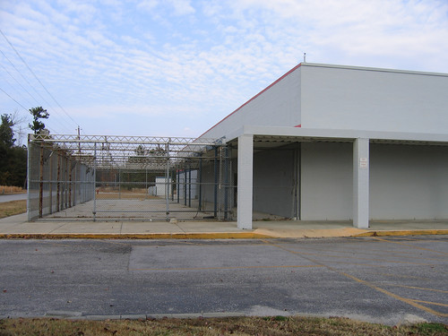 vacant Walmart, Manning, SC (by: Lauren McCord, creative commons license)