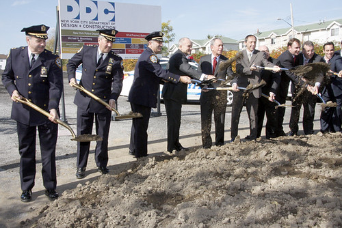 Bloomberg, Police Commissioner Kelly, and DDC Commissioner Burney toss some dirt to commemorate the beginning of construction on the Rafael Vinoly-designed 121st Precinct Stationhouse in Staten Island.