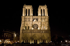 Catedral de Notre-Dame de Paris - Cathdrale Notre-Dame de Paris (rbpdesigner) Tags: light paris france slr luz church night canon religious lights luces europa europe nightshot cathedral lumire details faith catedral iglesia frana notredame noturna igreja nocturna getty noite 5d luci luzes onsale glise gothique nocturne luce parijs lumires gettyimages religio f pars nachtaufnahme parigi imagebank detalhes gtico pary parys   famousplace llens canoneos5d cathdralenotredamedeparis pariis bancodeimagens internationallandmark canonllens parizo venda lentel canonef1635mmf28liiusm 1635mmf28lii velhomundo catedraldenotredamedeparis velhocontinente pars