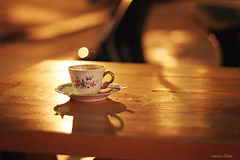 Late afternoon coffee II (nina's clicks) Tags: wood coffee golden cafe afternoon bokeh taza woodtable tacita littlecup