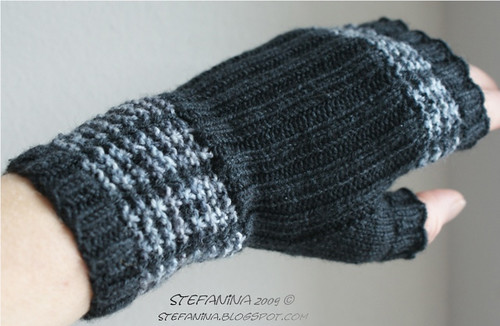 Mad about Plaid mittens 1