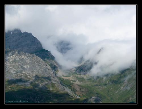 La niebla invade el valle