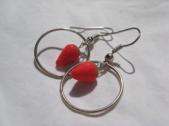 Strawberry circle earrings (L'Allle) Tags: red verde green circle beads strawberry craft jewelry bijoux jewellery fimo clay rosso beading cerchio fragola cernit fragole stawberries orecchini polimericclay polimeric