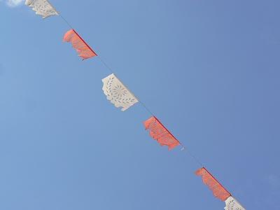 papiers découpés sur fond de ciel bleu.jpg