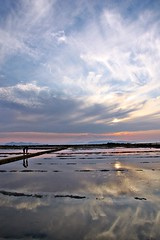 Il cielo sopra e sotto (The sky above and under) (Kalos eidos) Tags: sunset sky italy reflex italia tramonto salinas cielo reflejo sicily saline ocaso sicilia trapani riflesso saltpans