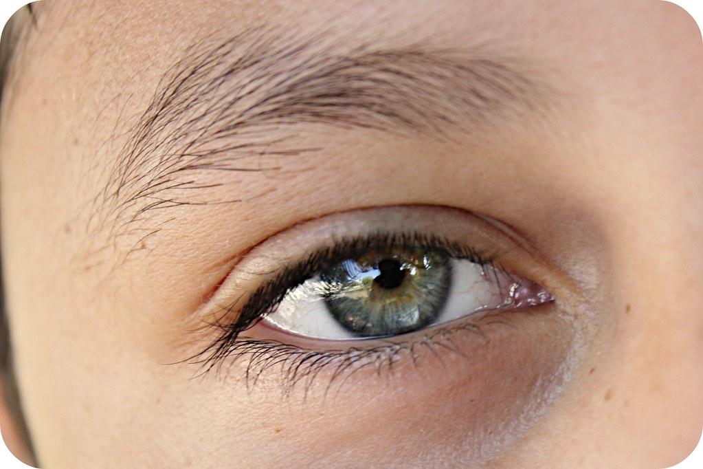 1 eye macro 025