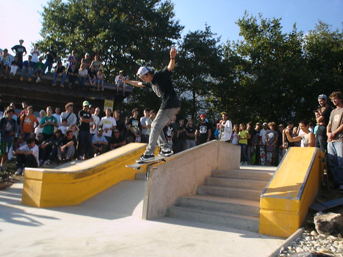 Globe @ Crolles / 2009-10-04 / Ryan Decenzo / Backside smith grind