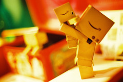 Ya....... (C.L.I.W) Tags: family cute love film toy robot hug doll play singing brothers box case story wonderland nikonfm2 公仔 danbo nikkor50mmf14ais solaris400 danboard 詞窮 紙箱人 阿楞 amazoncomjp