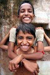 Friends  Borkheri (Jules1405) Tags: world street travel friends portrait people india boys smile face kids children asian kid asia child little indian asie indien rajasthan inde asiatique bundi reflectionsoflife lovelyphotos jules1405 unseenasia borkhundi borkheri