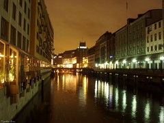 Hamburg by night :) (anka.anka28) Tags: city bridge building water buildings germany canal hamburg explore most woda budynek kana budynki