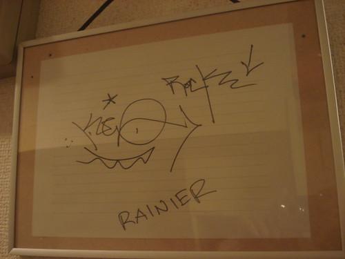 KEOとRAINIERのサイン