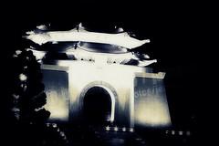 CKS Memorial Hall 2007-03-03 0970 2007 Taipei Lantern Festival (Badger 23 / jezevec) Tags: festival night lights pig colorful taiwan parade taipei formosa  float  hai taipeh boar kina  lanternfestival loan 2007  chineselantern  chiangkaishekmemorialhall jezevec   republicofchina yearofthepig     aonuevochino  capodannocinese    republikken taiwn chaingkaishek  tajwan  tchajwan  i 20070303      tapeh    badger23 shangyuanfestival ftedeslanternes     lyhtyjuhla chinesischeslaternenfest republikchina thivn