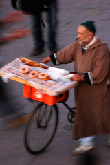 ciambelle su due ruote (alicudi) Tags: place el donuts marocco marrakech souk medina p fna jamaa ciambelle placejamaelfnaa mariateresadellaquila