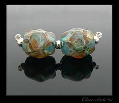 Nikao - Lampwork Boro Glass Bead Pair (Photography by Clare Scott) Tags: glass scott beads clare lampwork boro borosilicate reactive wwwbeadsbyclarescottcouk