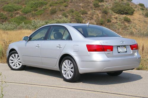 http://z.about.com/d/cars/1/0/V/U/1/ag_09sonata_rear.jpg