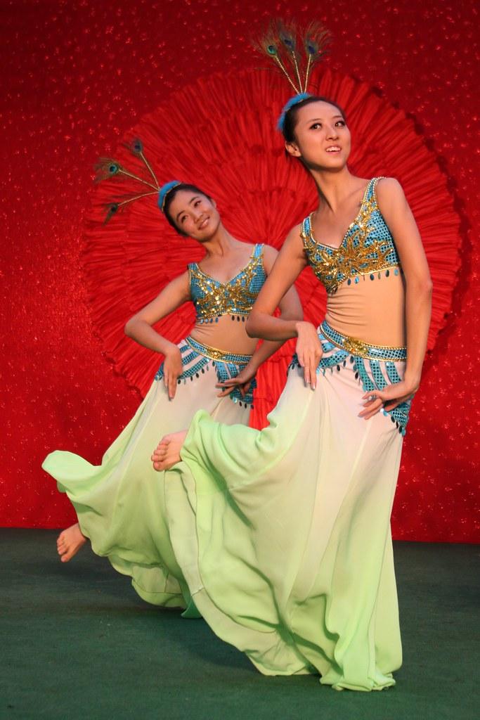 cf5f752e5 Peacock Dance 云南 傣族孔雀舞 (Pic_Joy) Tags: china costumes dance dancers dancing