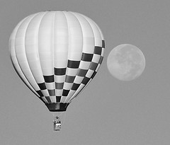 To the moon! (Rich (Sparky_R)) Tags: moon newmexico blackwhite nikon balloon albuquerque balloonfiesta nikkor d300 18200mm albuquerqueinternationalballoonfiesta 18200mmf3556gvr sparkyr top20nm