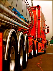 Rder, Wheels, Tires, Chrome and color, Scania, Tank Trailer, 16. Internationales Trucker & Country Festival, Interlaken, Juni 2009 (Polo Scher) Tags: schweiz switzerland suisse interlaken scania lastwagen showtruck cabover truckshow kabine roadtransport sattelzug juni2009 swedenpower scaniaxxl scanialongline 16internationalestruckercountryfestival seimitruck swedentruck