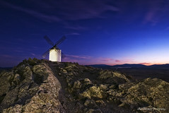 La ruta de Don Quijote (Luis_Carrasco) Tags: sky mountains landscape atardecer nikon paisaje toledo cielo rocas molinos montaas d60 consuegra velbon sigma1020 larutadedonquijote luiscarrasco platinumpeaceaward tripde