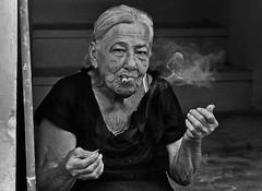 FUMANDO ESPERO............ (Samy Collazo) Tags: barcelona madrid california england bw italy españa woman chicago newyork paris france rome roma london portugal grancanaria mexico sevilla mujer italia puertorico lisboa smoke australia asturias cigar pb andalucia bn galicia sanjuan segovia londres tenerife catalunya francia malaga humo cigarro islascanarias blackwhitephotos samycollazo